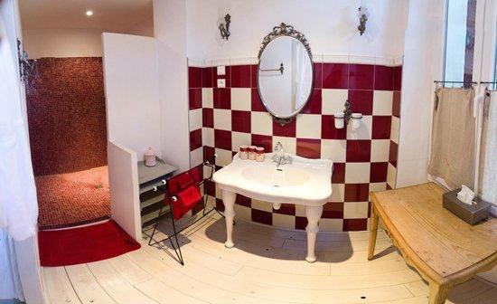 Domaine saint Dominique : La chambre rouge - Salle de bain