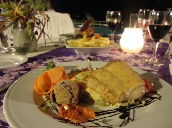 Keikahanui Nuku Hiva Pearl Lodge : La cuisine, Mahi Mahi en croute de parmesan et gratin de Taro aux noix, une merveille !