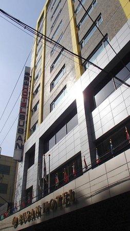 釜山観光ホテル, ホテル外観(ホテル前道路北側より)