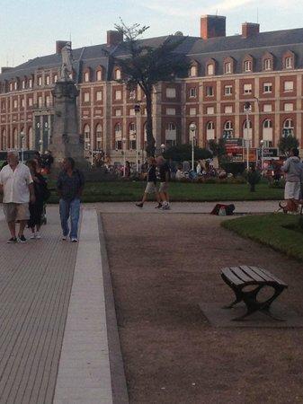 Hotel Neptuno : Plaza Colon, a la vuelta del hotel