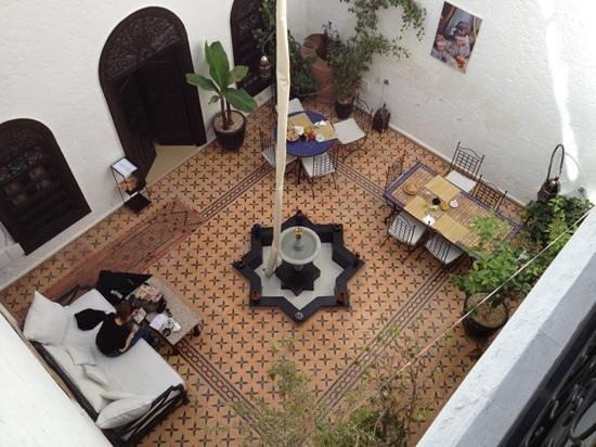 Riad Jomana: patio pronto per la colazione