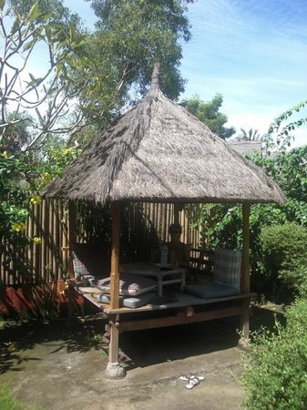 Balenta Bungalows: Gazebo/Breakfast area