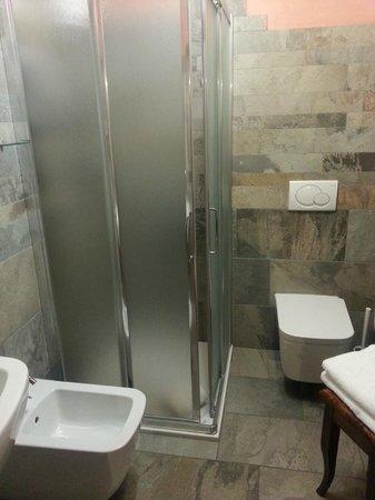 Miramonti: Il bagno della camera jumeaux