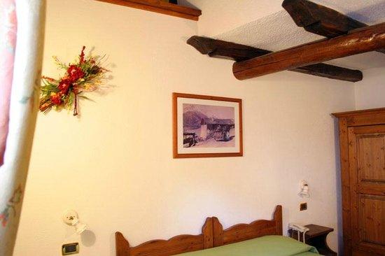 Soffitti Con Travi In Legno : Set sala da pranzo bicolore cucina soggiorno open space soffitto