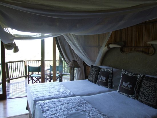 Mkuze Falls Game Lodge: My room with a view over the falls