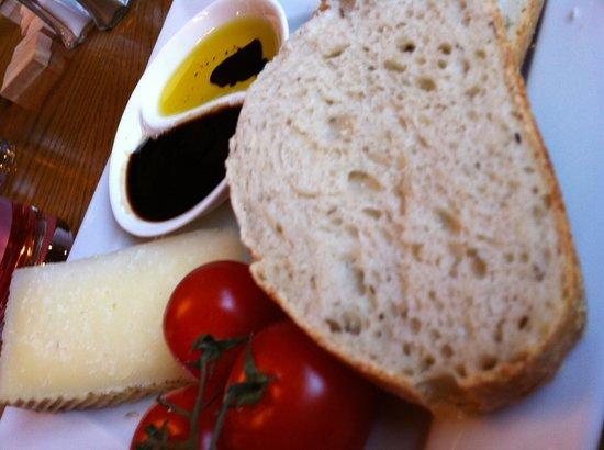 The Bramley Apple Inn: Manchego and dipping oils sooo good!