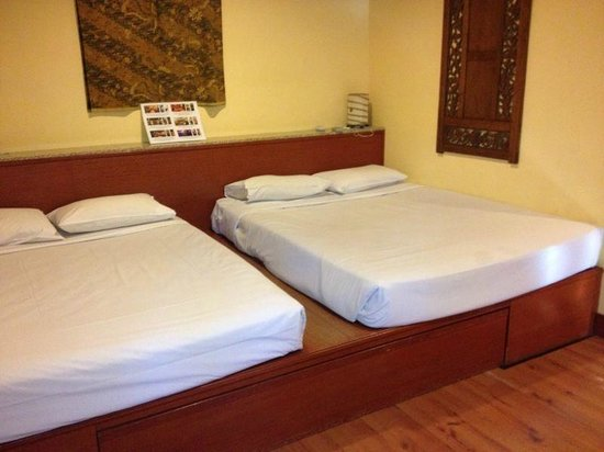Sunset Beach Resort: Room 108 near to the beach
