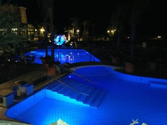 سوريسو ثيرمي ريزورت آند سبا: piscine esterne riscaldate
