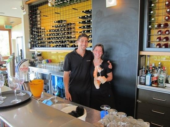 Wise Vineyard Restaurant: Two of the very friendly, informative staff at Wise Vineyards