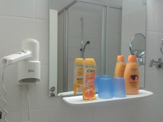 Kaiser Hotel: In the bathroom