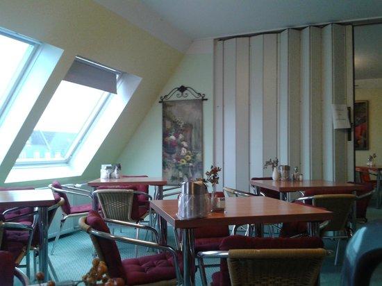Kaiser Hotel: The dining room