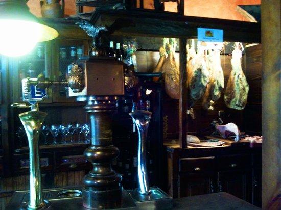 El Llar: la barra del bar