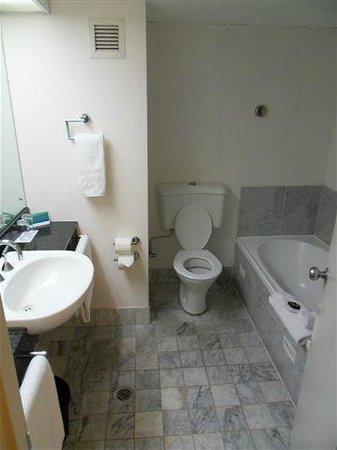 Novotel Sydney Parramatta: toilet