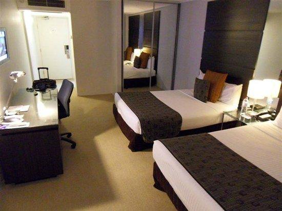 Novotel Sydney Parramatta: bedroom