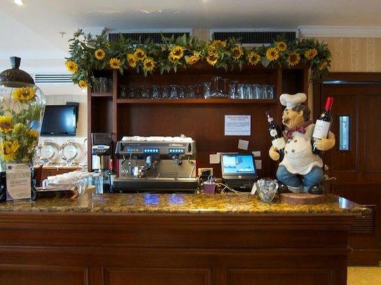 Toscana Inn Hotel: Entrance to the Restaurant
