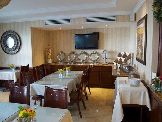 Toscana Inn Hotel: Dining Room Buffet Set up