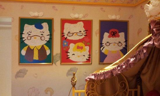 Sanrio Hello Kitty Town : Hello Kitty's Family Portraits