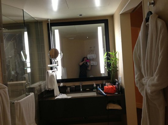 Sofitel Los Angeles at Beverly Hills: bathroom vanity