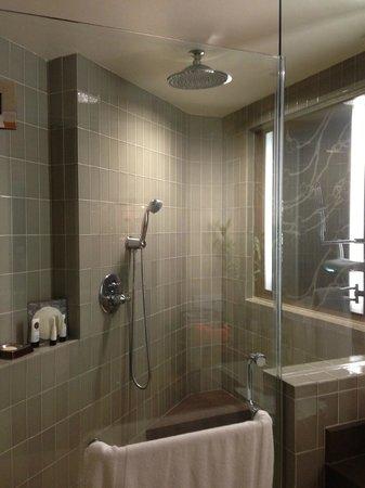 Sofitel Los Angeles at Beverly Hills: shower