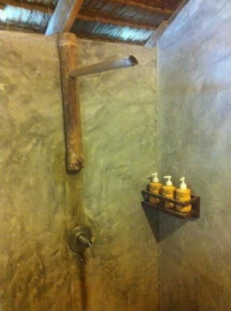 """CoCo Cottage Koh Ngai: Our cold """"shower"""""""