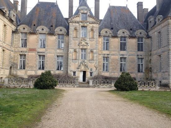 Chateau de Saint-Loup: retour dans le temps