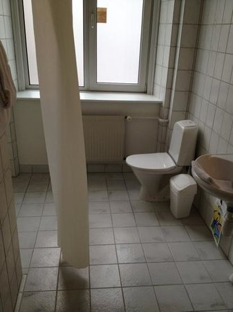 Hotel Maritime: bath room