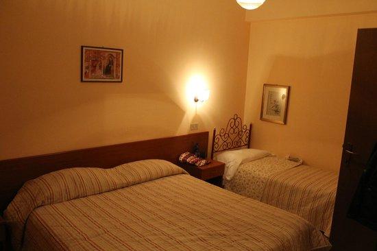 Frate Sole: Camera da letto - Residenza Shalom