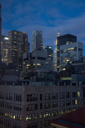 Langham Place, New York, Fifth Avenue: Night view from room