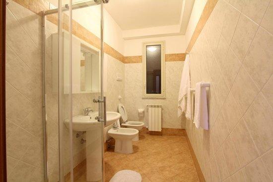 B&B Sicilio: bathroom