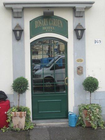 Hotel Rosary Garden: Entrance