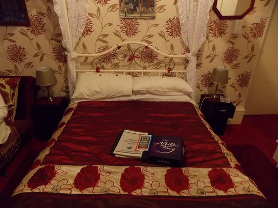 The Hornby Villa: four poster room