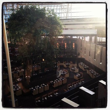 Crown Metropol Perth: Overlooking Dining Area