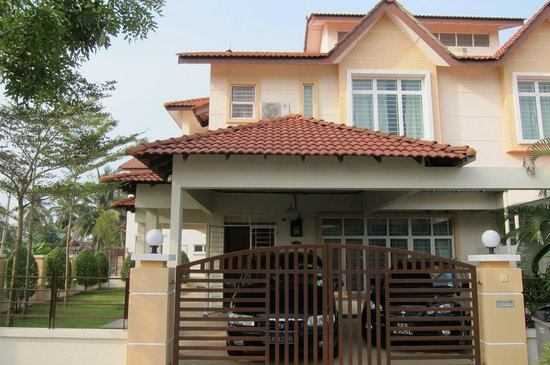Sunflower House Malacca: The Unit We Booked