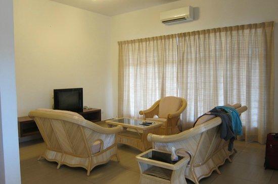 Sunflower House: Living Room