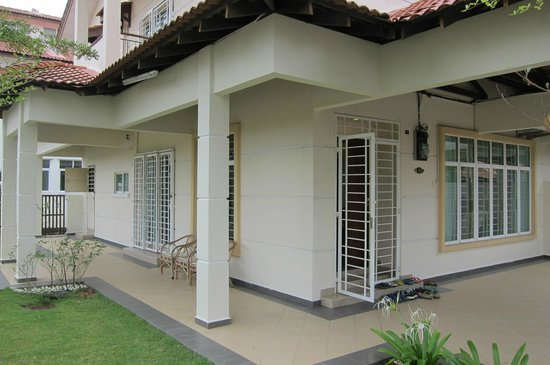 Sunflower House: Exterior of the House