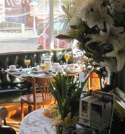 Raffles Hotel: Breakfast