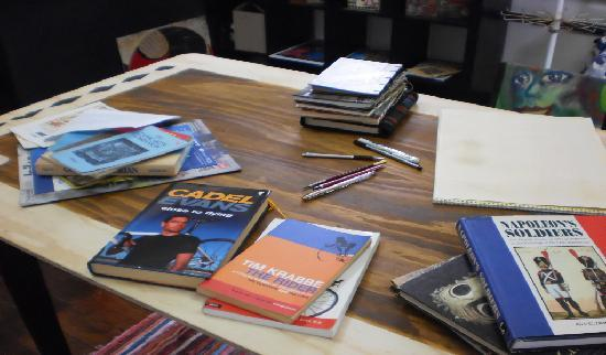 La Musette Cycling Cafe & Gallery: Cool reading materials