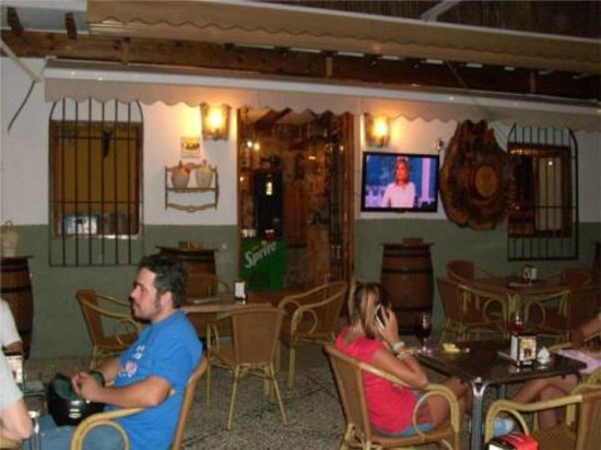 Taberna Quinito: Outside seating at the entrance.