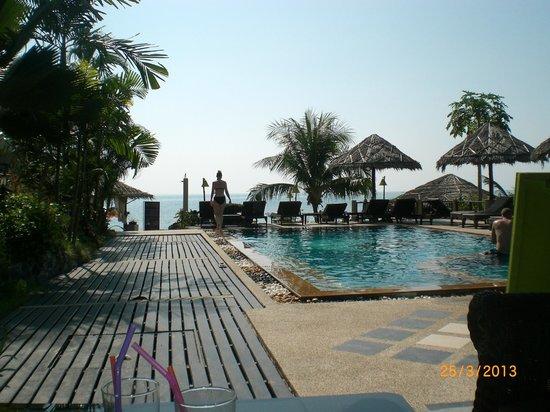 Loyfa Natural Resort: basen, a w dali zejscie na prywatna plaze