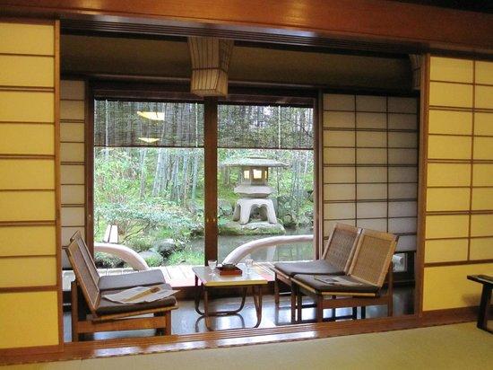 ยะกิวโนะโช: Sitting area