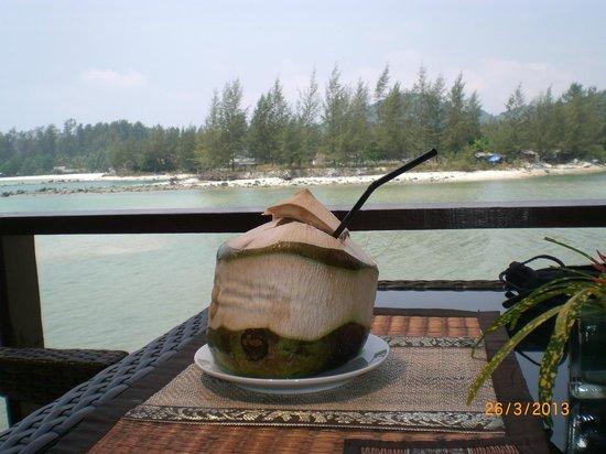 Loyfa Natural Resort: Swiezy zimny sok kokosowy. pycha :)