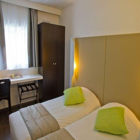 Campanile Luxembourg Airport : Twin Room