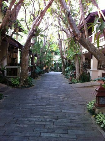 Khum Phaya Resort & Spa, Centara Boutique Collection: walkways around the hotel
