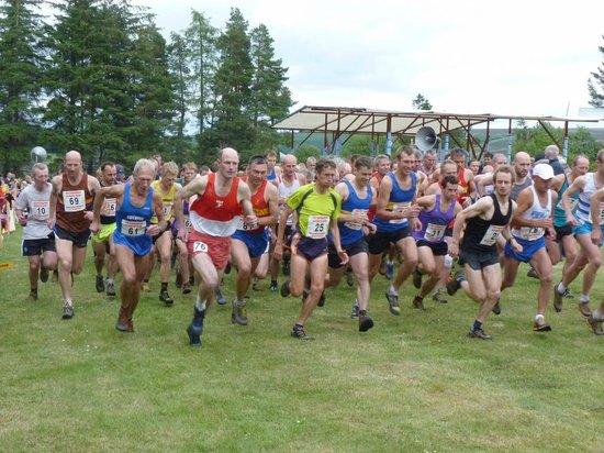 Glenlivet, UK: Tomintoul Highland Games - Hill Race