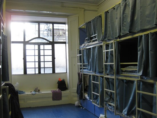 Hyde Park Hostel: One of the 21-beds dorms.
