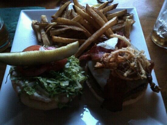 Tuckermans Restaurant & Tavern: great bbq burger