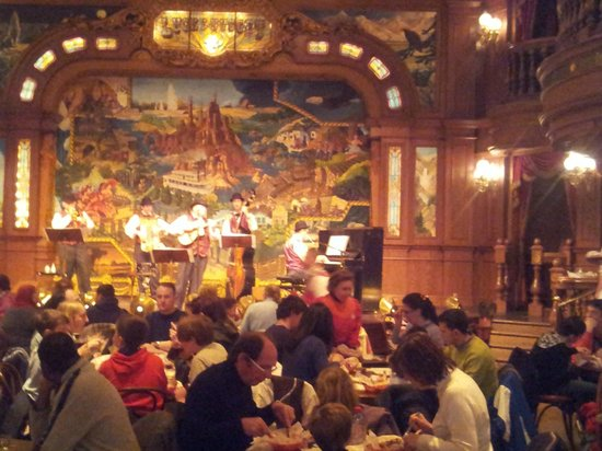 The Lucky Nugget Saloon : retsaurant intérieur