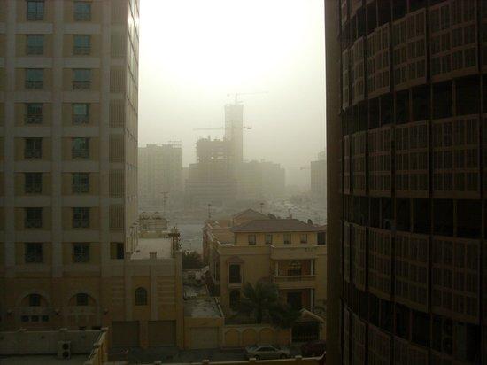 Al Safir Hotel & Tower: dust storm