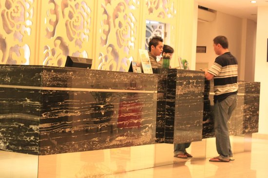 HW Hotel Padang: Check-In Front Desk