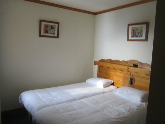 Village Montana: bedroom